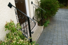 elegant-handrails-over-steps