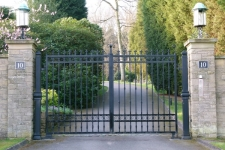heavy-electric-gates-for-a-grand-house